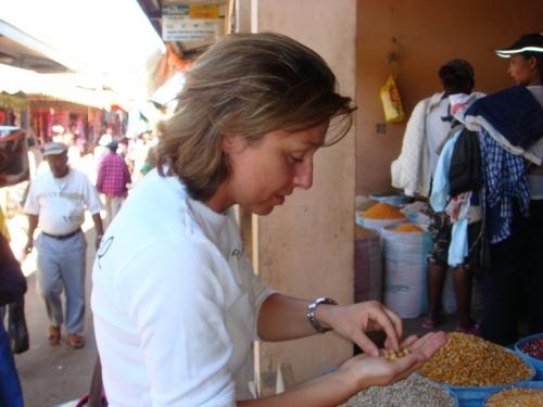 distribution de riz,funky town,madagascar,pokanel
